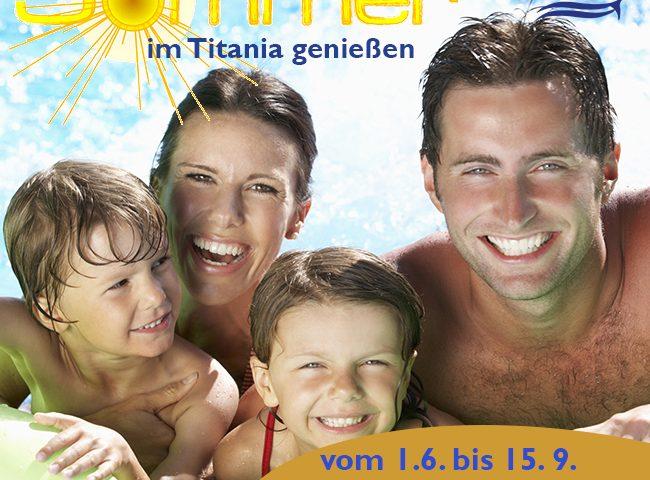 Familie im Wasser - Den Sommer im Titania genießen