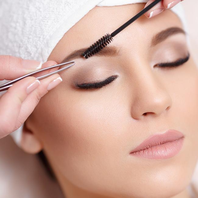 Oktober-Kosmetik-Special: Augenbrauen zupfen und färben für 15€ statt 20€